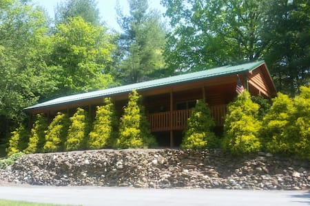 Beautiful river front cabin! - Sparta - Kabin