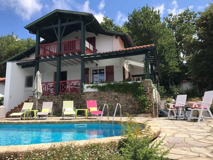 chambre d'hote-maison avec piscine