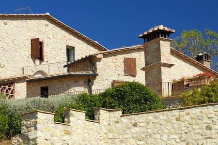 Castle apartment&pool, wine & food - Hus