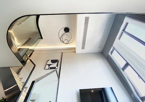 江景时尚loft公寓民宿/一线江景/近轻轨S线/直达火车南、市区、机场