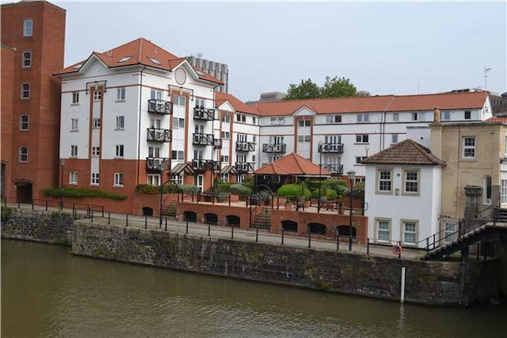 Riverside Apartment With Parking- Central Bristol - Bristol