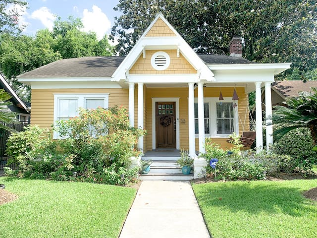 Private Room in Charming Houston Heights Bungalow