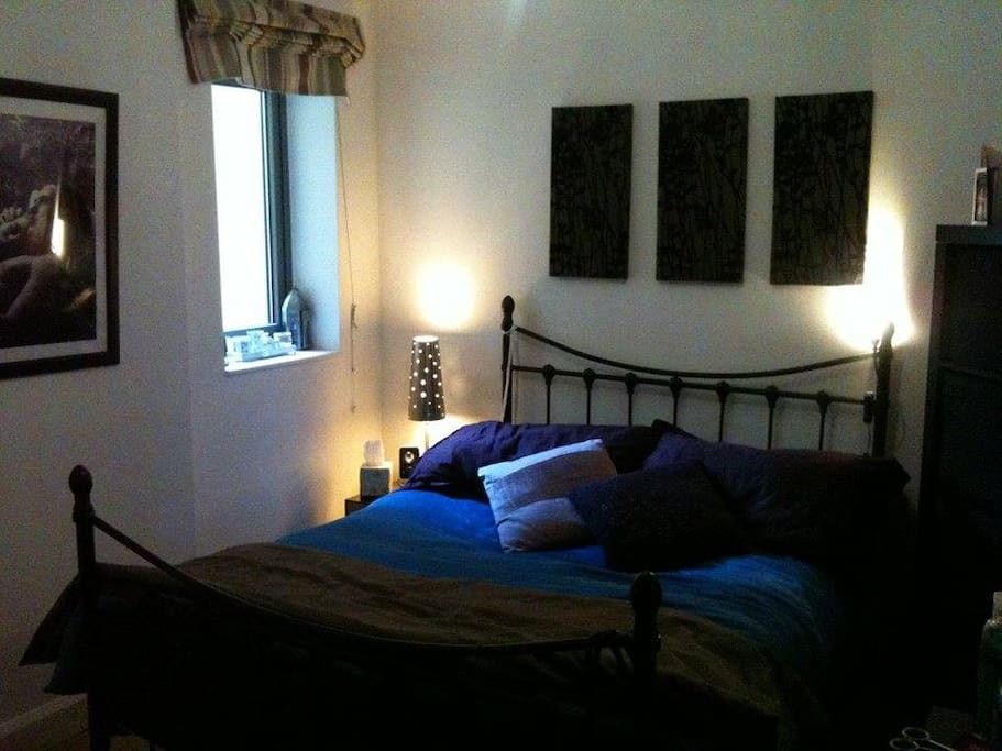 Cosy room, comfortable double bed (possibility of an extra airbed)