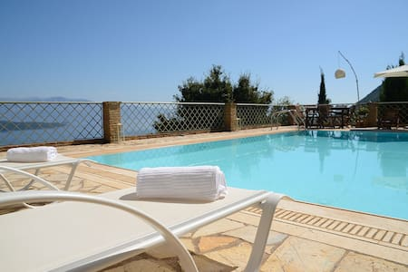 Luxurius, pool, seaviews - Arion - Nikiana