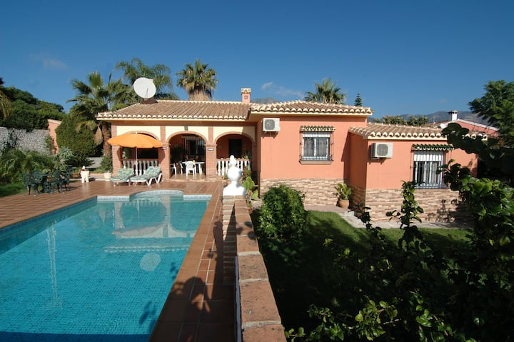 Villa in MIjas with sea views, lovely pool.