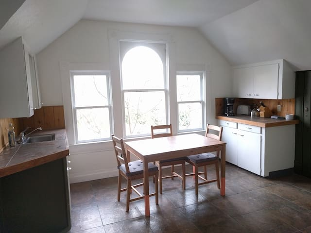 Cute studio apartment on the river - Roseburg - Apartamento