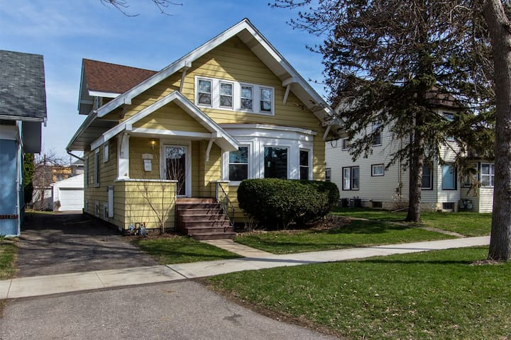 Beautiful Duplex home 5 minute walk to Mayo Clinic - Rochester