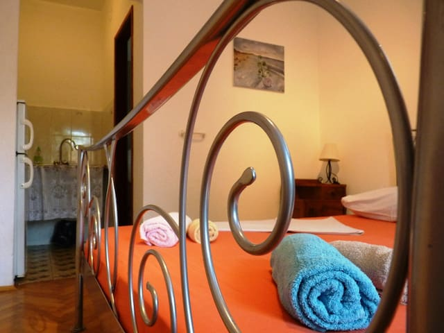 """Sea and beach, large terrace """"C"""" (2+1 beds)"""