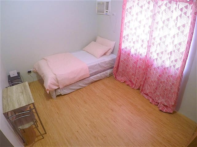 Studio Flat Near Cebu IT Park (w/ Kitchen & Wi-Fi)