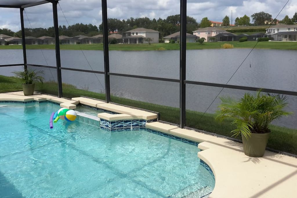 Relax in your private pool right on the lake!  Lots of wildlife to watch!