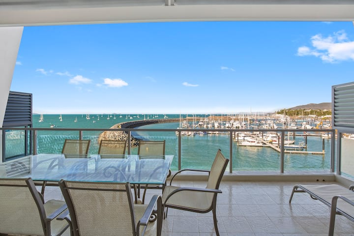 Stunning - 2 Bedroom Penthouse Absolute Waterfront