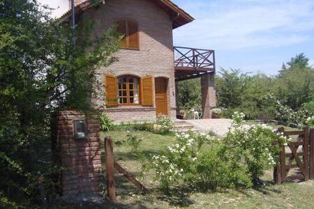 Casa de Campo . LOS REARTES. junto al Río - Casa