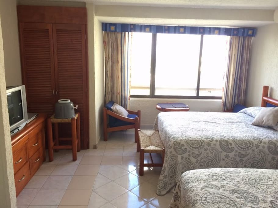 2 DOUBLE BED IN THE UNIT FACING THE LAGOON