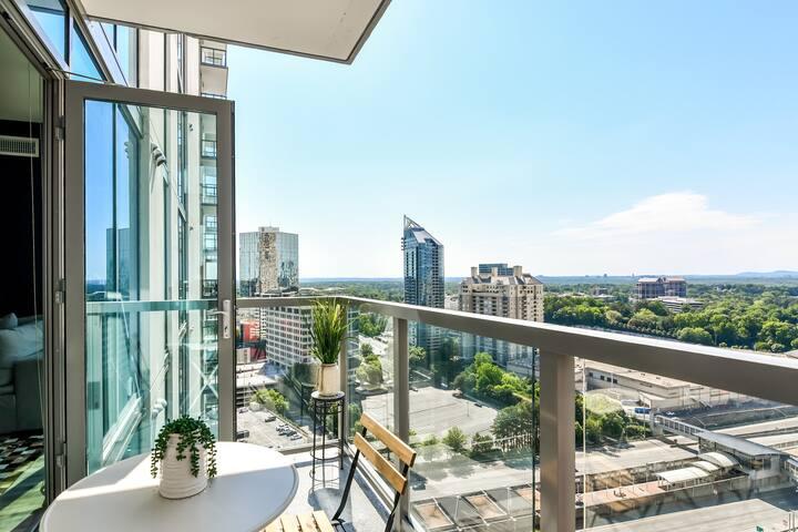 NOHOTEL - Brand New + Large Furnished Balcony