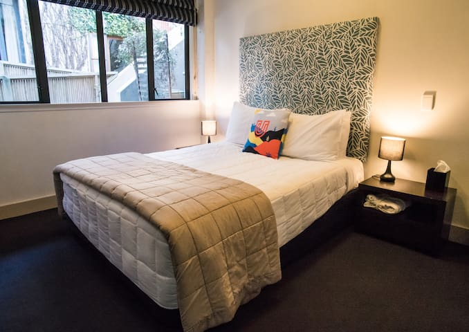 Queen Studio with Shared Bathroom & Breakfast!
