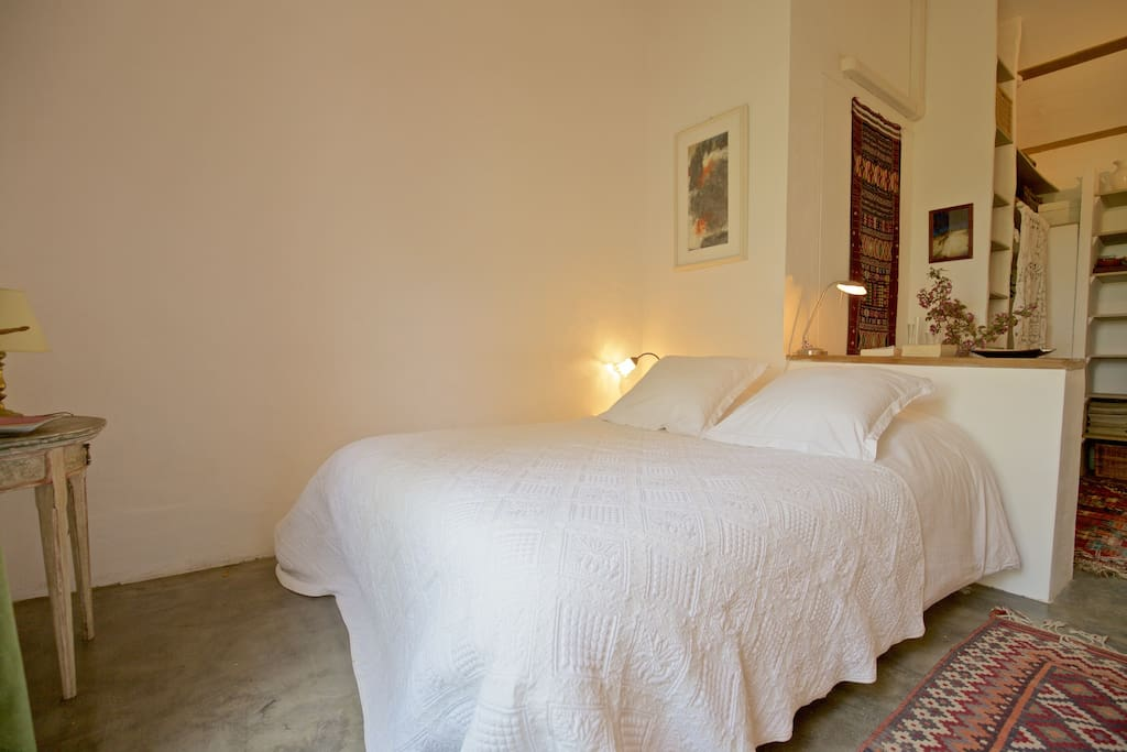 charmante chambre priv e en luberon chambres d 39 h tes louer roussillon provence alpes c te. Black Bedroom Furniture Sets. Home Design Ideas