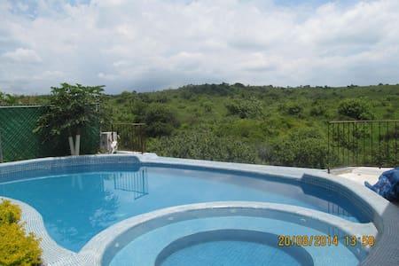 Casa con Alberca, Palapa y Jardin - Oaxtepec