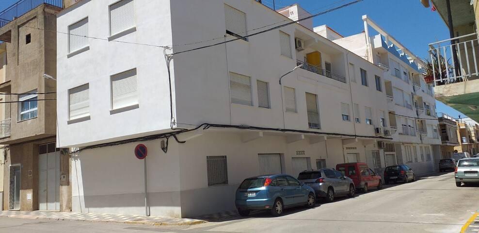 Apartamento reformado,  5 personas, cerca del mar