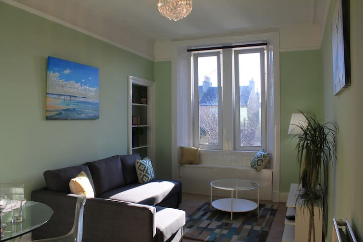 SPACIOUS 1 BED FLAT BETWEEN THE CITY AND THE SEA