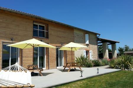 Maison de Vacances,gîte de Charme avec piscine - Seyre