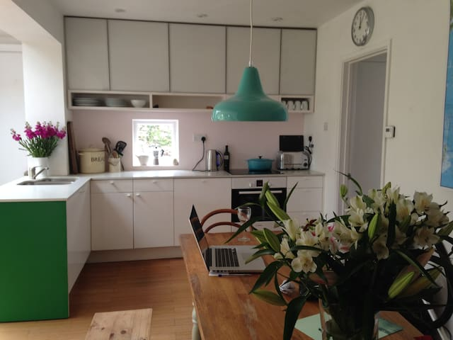 In heart of Braunton close to beach - Braunton - House