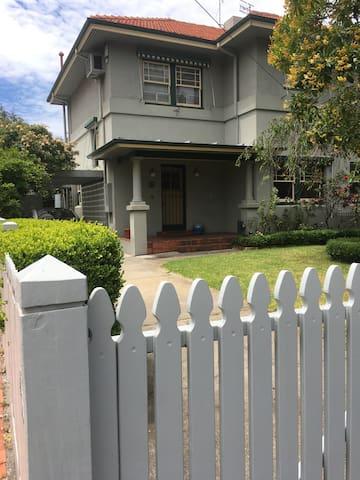 Inner city comfort, close to beach, CBD, St Kilda - Port Melbourne - House