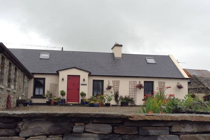 Beautiful Semi-detached old Cottage - Cahilly - Rumah