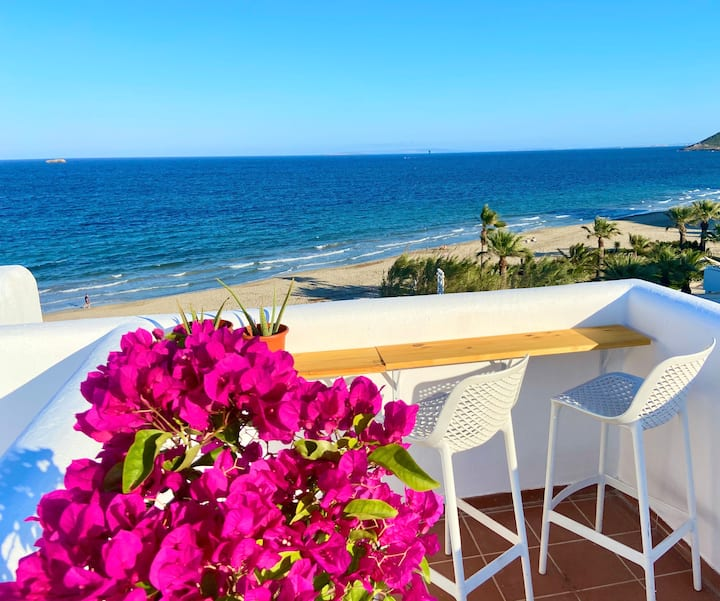 Beach front Penthouse💜Right on PLAYA DEN BOSSA