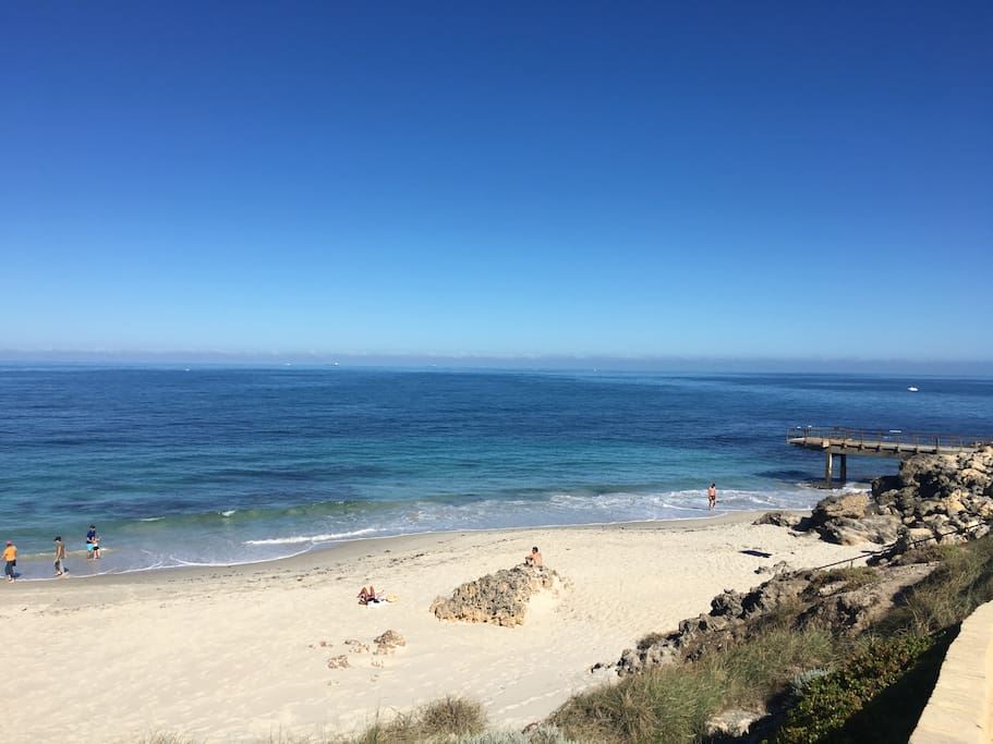 300m to beautiful North Beach, shops & cafes