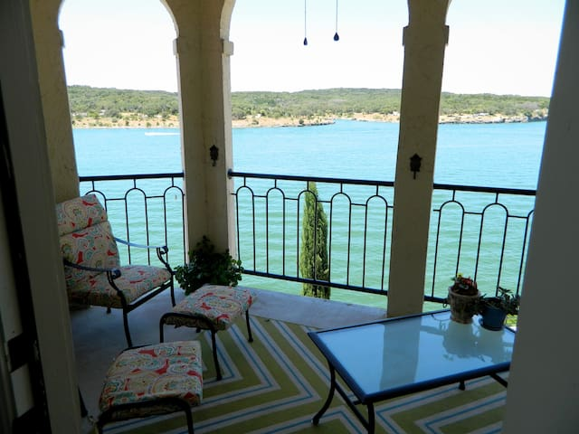Private, gorgeous balcony over the Lake and Pace Bend Park