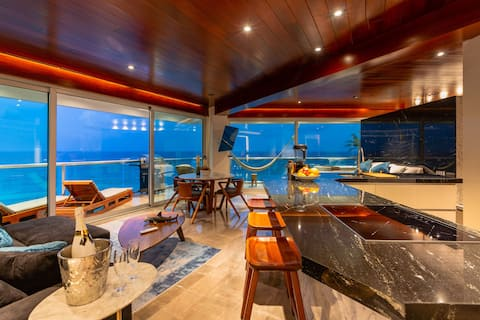 The Quarry, Beachfront sub penthouse 150m to clubs