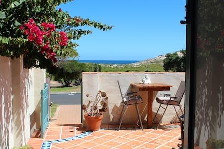 The Studio in Prevelly, ocean views - Huvila