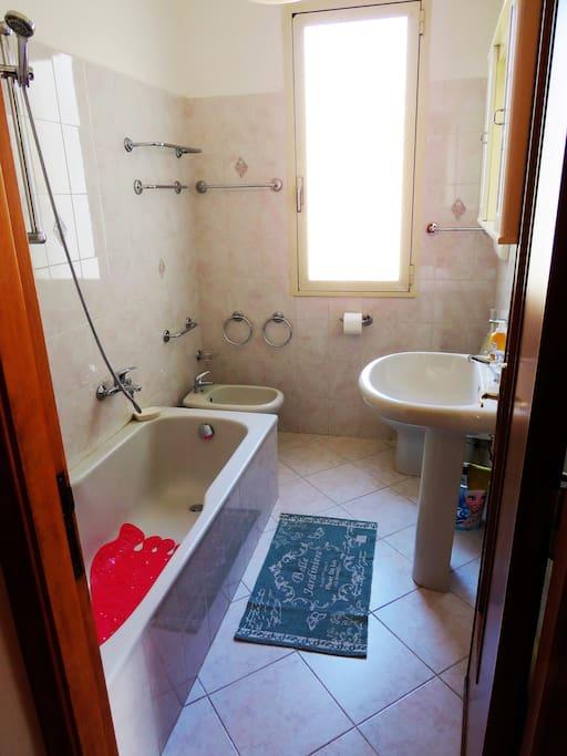 """bagno con vasca """"bathroom"""""""