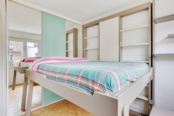 La chambre avec lit escamotable