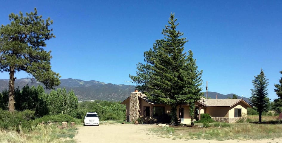 Quiet, roomy country home 4 miles from Salida - Salida - Haus