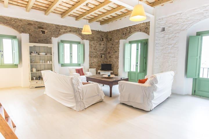 Apartamento en casco antiguo. Mistral