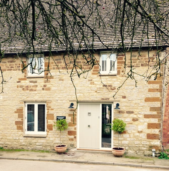 Cotswold Stone Country Cottage.