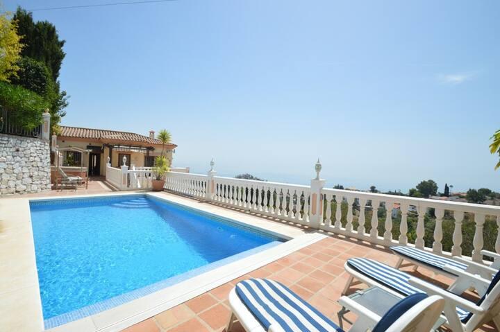 Luxury Villa - Heated Pool, Jacuzzi & Sea Views