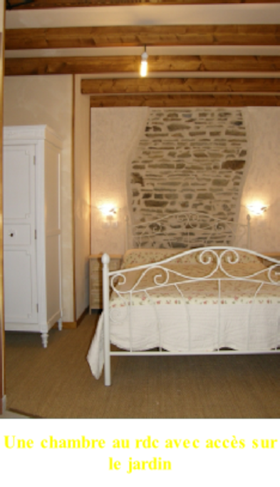 Une chambre au rdc avec accès sur le jardin