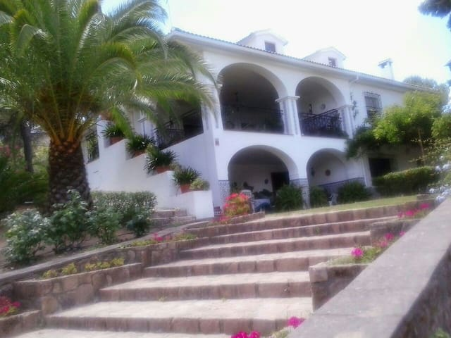 casa de campo con jardín y piscina - cordoba - Haus