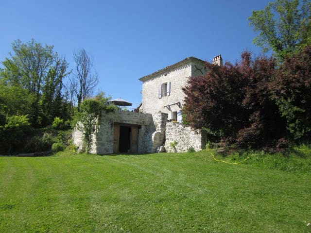 Traditional  Farmhouse and gite + pool (sleeps 14) - Belvèze - Rumah