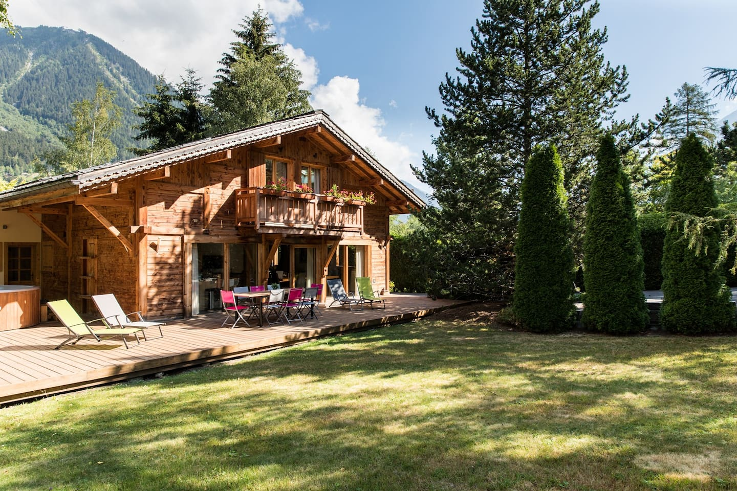 The exterior of Chalet les Favrands in Summer