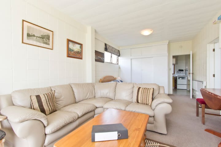 OMOKOROA - HARBOUR VIEWS - SLEEPS 4