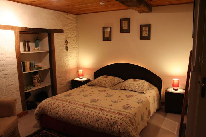 la Libaudié, room Framboisier - La Bastide-Solages - Bed & Breakfast