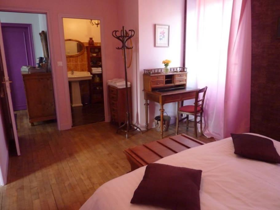 chambre aux orchid es guest houses louer pontorson france. Black Bedroom Furniture Sets. Home Design Ideas