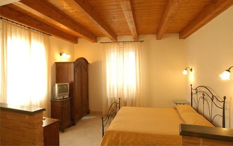 Room 5 - Levanto - Bed & Breakfast