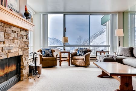 Ski in/Ski Out Spacious Condominium with Two Fireplaces.   - The View #20