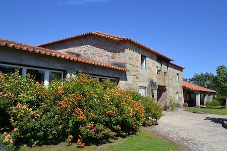 Luxury villa with indoor Pool - PONTE DE LIMA - Huis