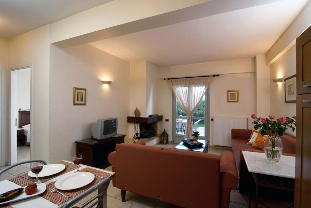 Suite NAFSIKA 50m² for 2-4 Persons. The Dining &Living Area
