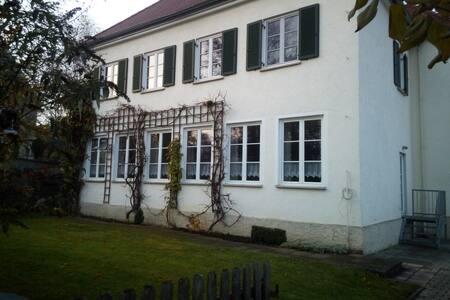"""Ferienwohnung """"Im alten Schulhaus"""""""